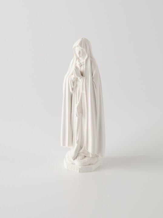 Miniatura de Nossa Senhora de Fátima feita à mão.