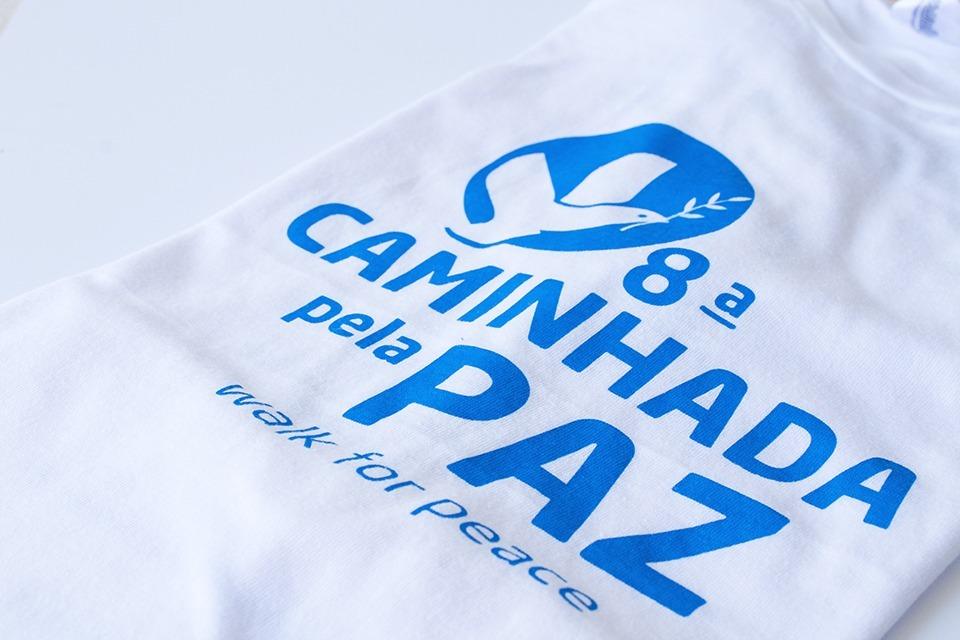 Fotografia à camisola da oitava caminhada pela Paz, em Fátima.
