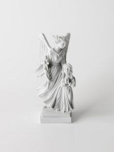 Imagem do Anjo da Guarda em pó de pedra natural, feita à mão, para menina.