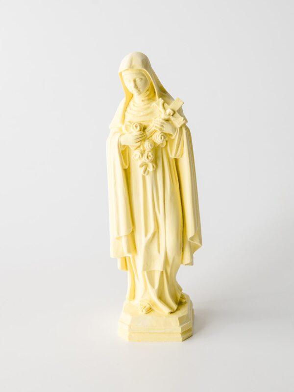 Santa Teresa feita à mão, colorida mas sem o uso de pintura.