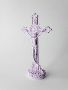 Crucifixo em pó de pedra natural feito à mão.